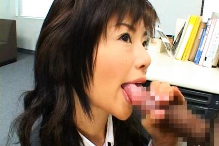 Akane Hotaru gives a hot blowjob