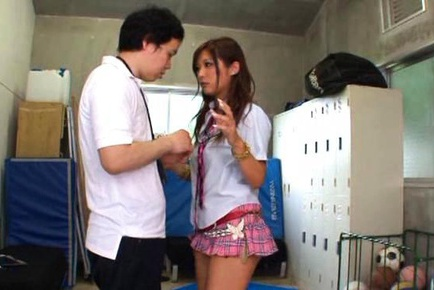 Curvy schoolgirl Hibiki Ohtsuki fucked in the locker room
